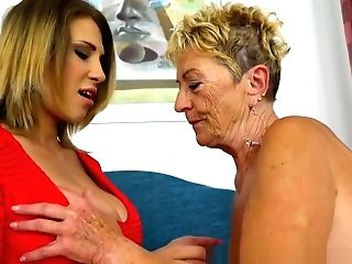 Ass-smothering Les Granny Thumbs Moist Teenage Cunt