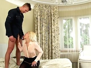 Infatuation Whore Gets Oral