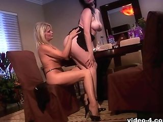 Anastasia Pierce & Bridgett Lee In Poon Sucking Lesbos Anastasia Pierce And Bridgette Lee - Bestgonzo