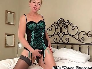 Usa Gilf Justine Gives Her Hairy Vagina A Treat