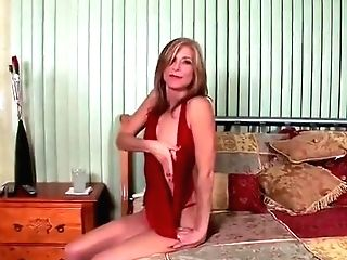 Alluring Matures Woman Have Fun With Her Lovehole
