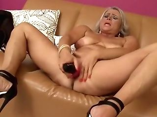 Sexy Matures Female Masturbate Her Cunt