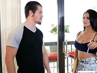 Lewd Venezuelan Honey Rose Monroe Tempts Beau Of Her Sista