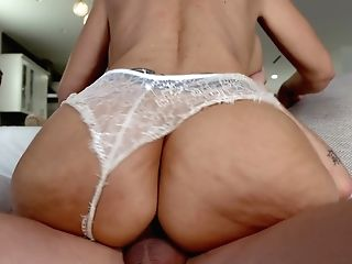 Old Fashioned Cougar Syren De Mer Gets Intimate With Youthfull Gigolo