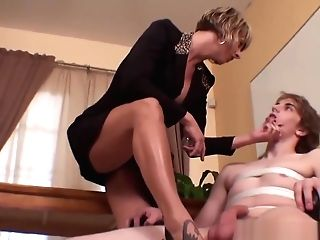 Queen Brianna - Black Toenails Footjob