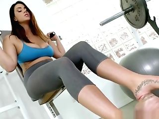 Big-chested Feet Worship Stunner Tittyfucking At A Gym