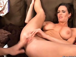 Veronica Avluv & Seth Gamble In My Friends Hot Mom