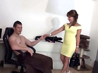 Hot Cougar And Her Junior Paramour 971